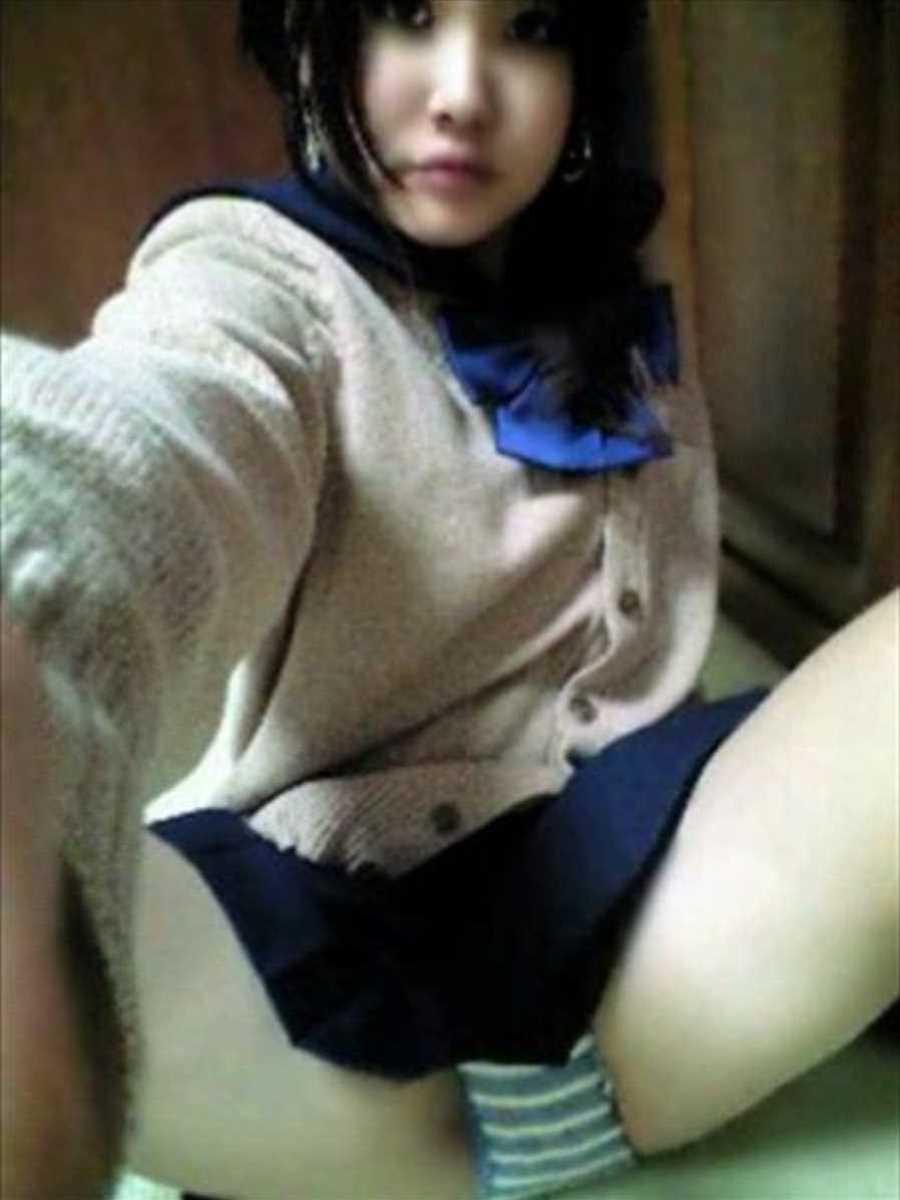 女子高生の自撮りエロ画像 35
