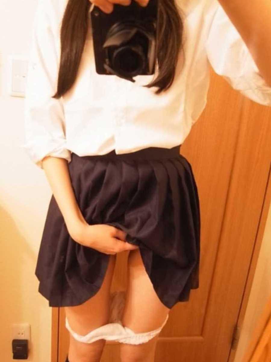 女子高生の自撮りエロ画像 42