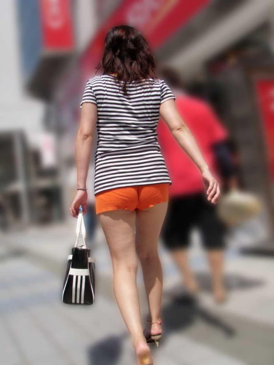 ホットパンツの街撮りエロ画像 76