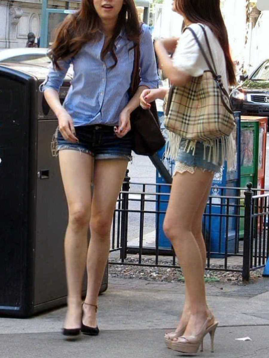 ホットパンツの街撮りエロ画像 111