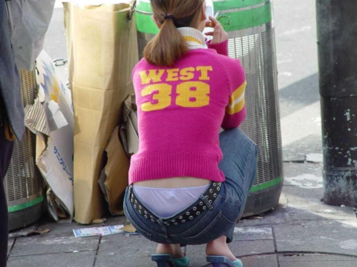 ローライズの街撮りエロ画像 56