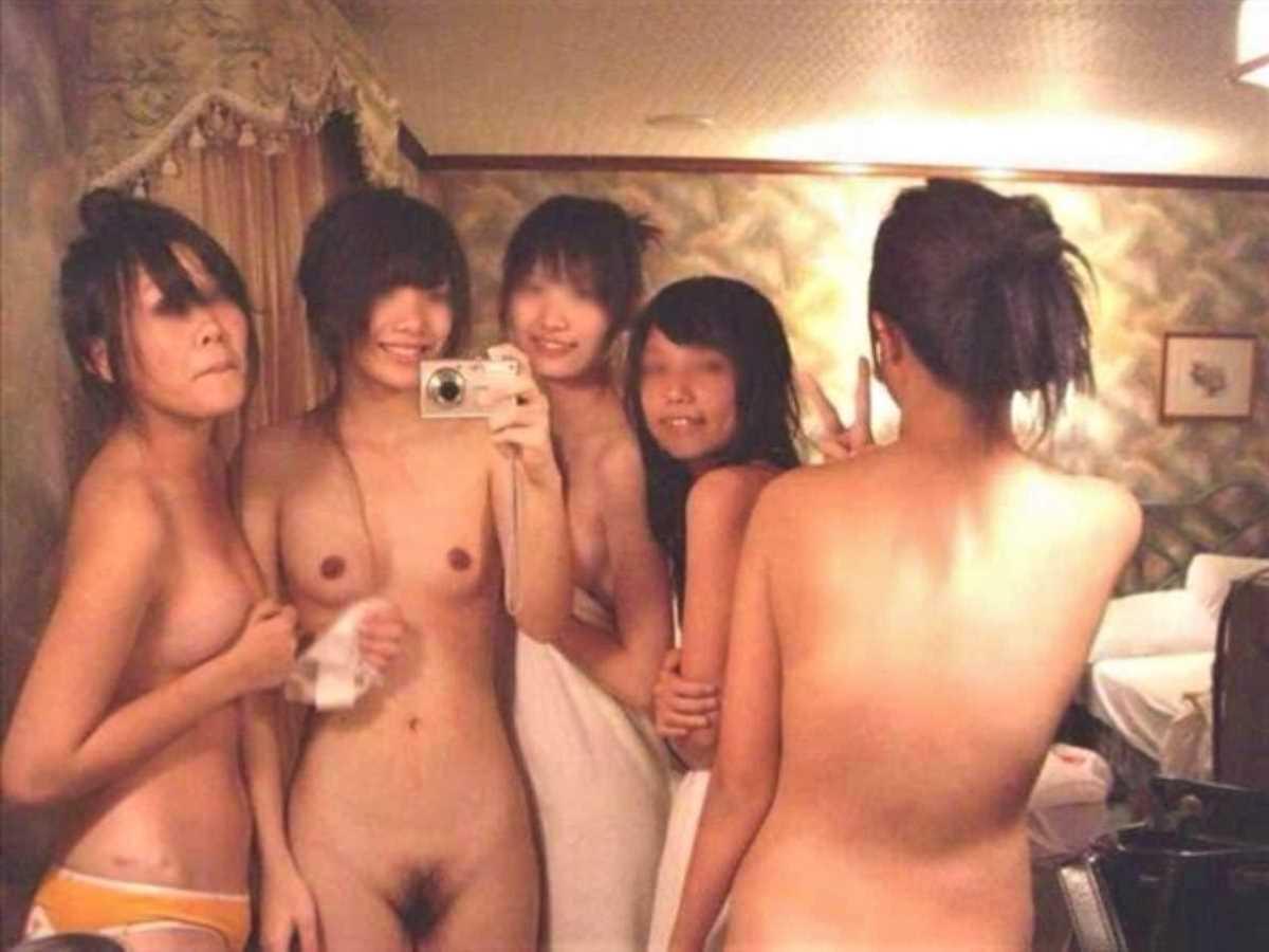 女子会 エロ画像 1