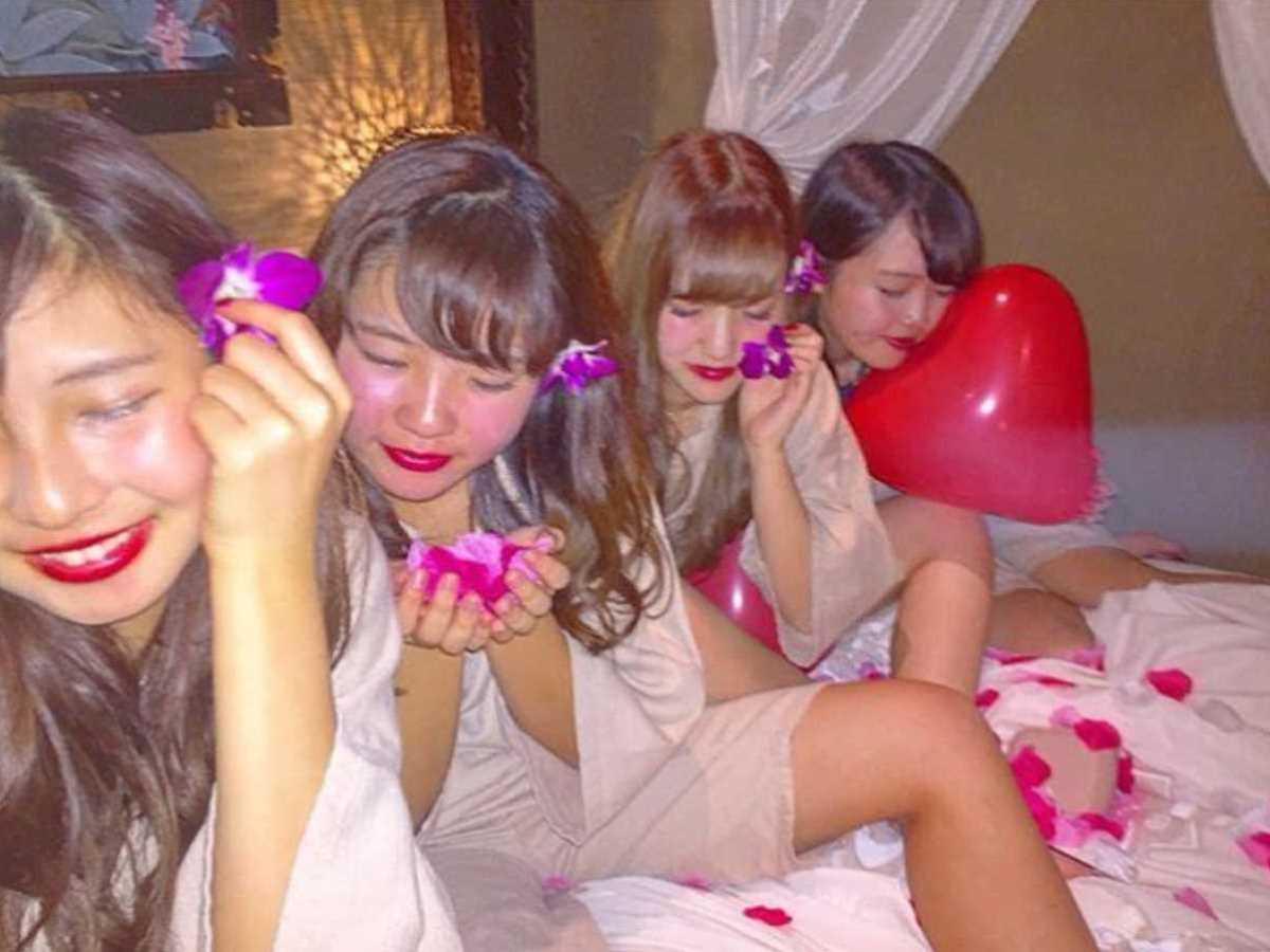 女子会 エロ画像 30