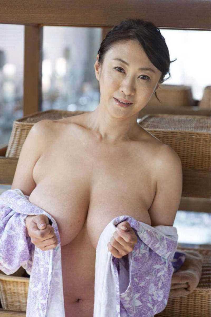 巨乳熟女おっぱい画像 46