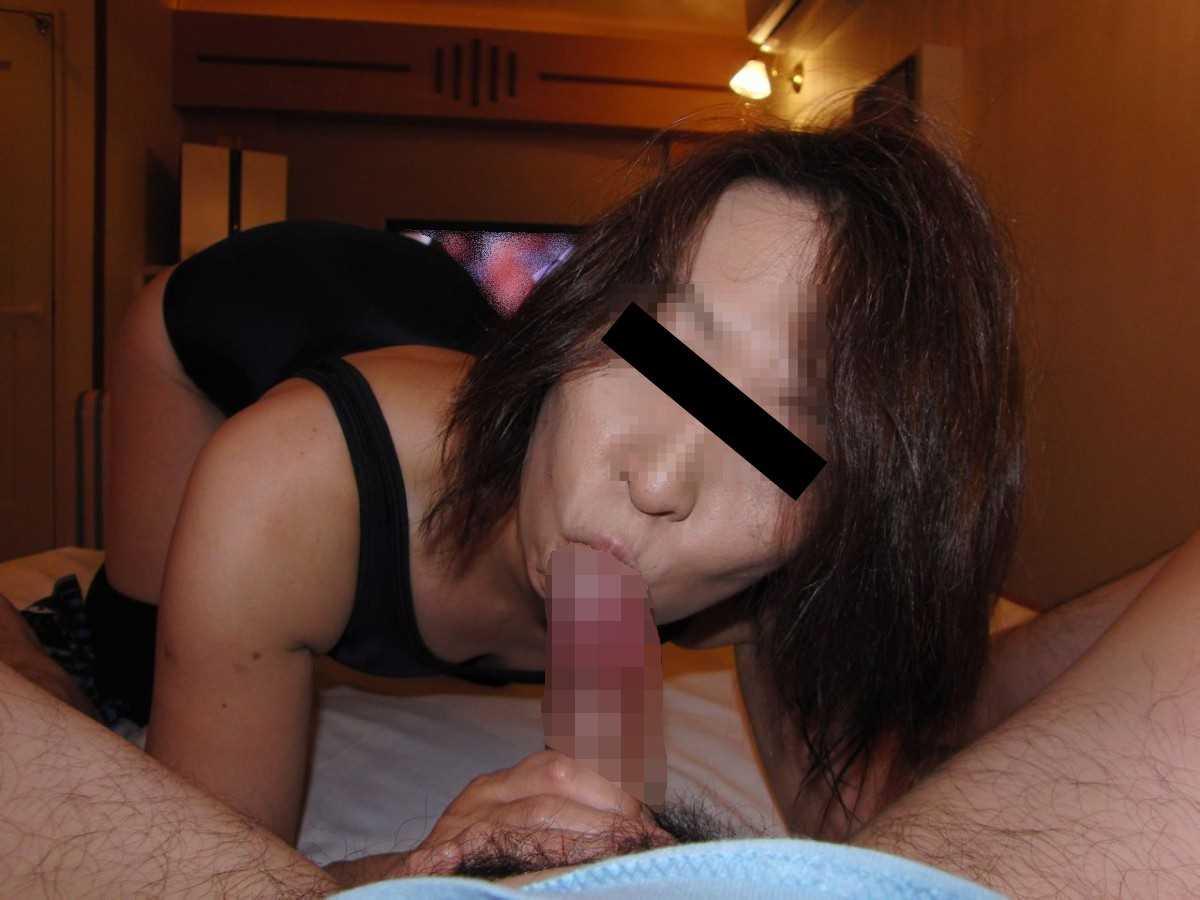 熟女のフェラチオ画像 4