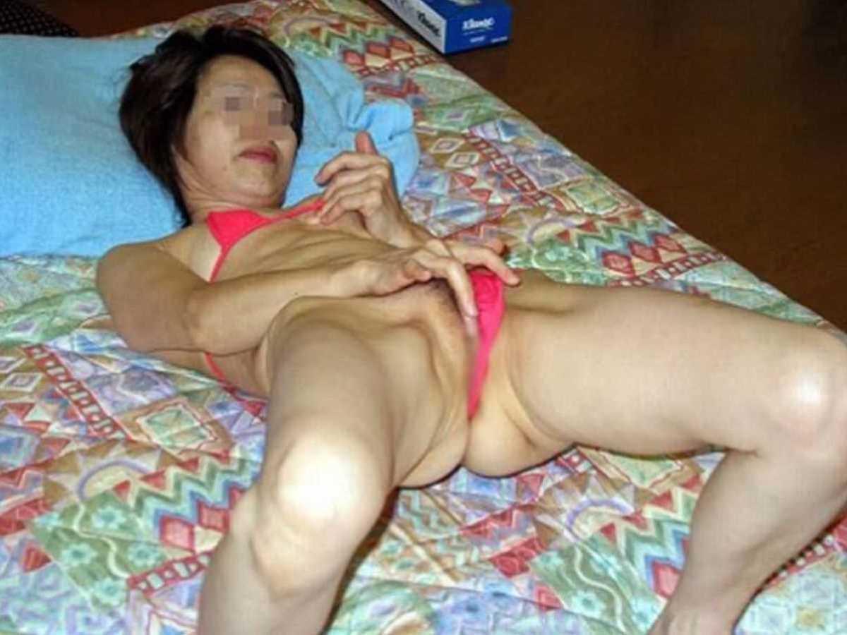人妻など熟女のオナニー画像 49