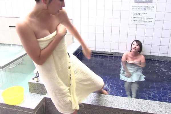 入浴中にバスタオルの中が見えた放送事故…(※エロ画像あり)