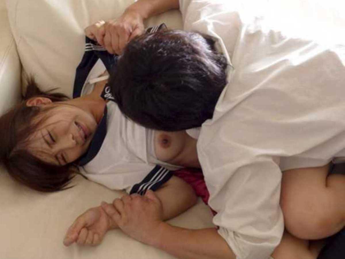 制服JKレイプ画像!!強姦された女子高生の120枚