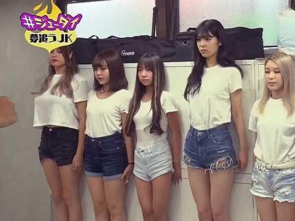 教育テレビに映った爆乳JKのエロ画像 2