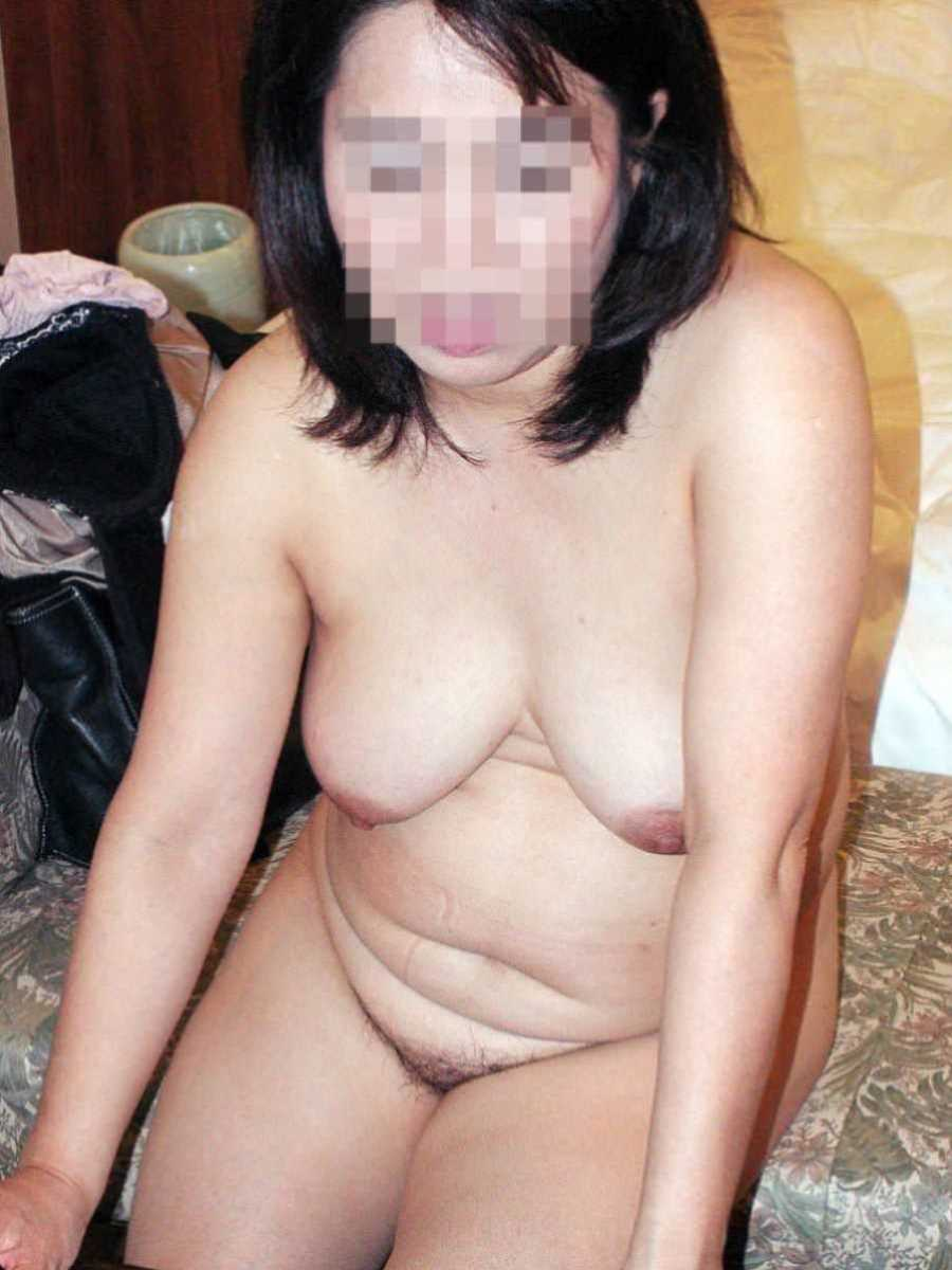 垂れ乳の人妻エロ画像 2