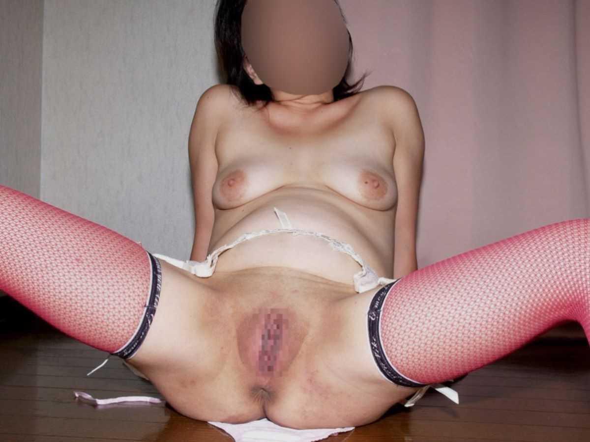 垂れ乳の人妻エロ画像 16