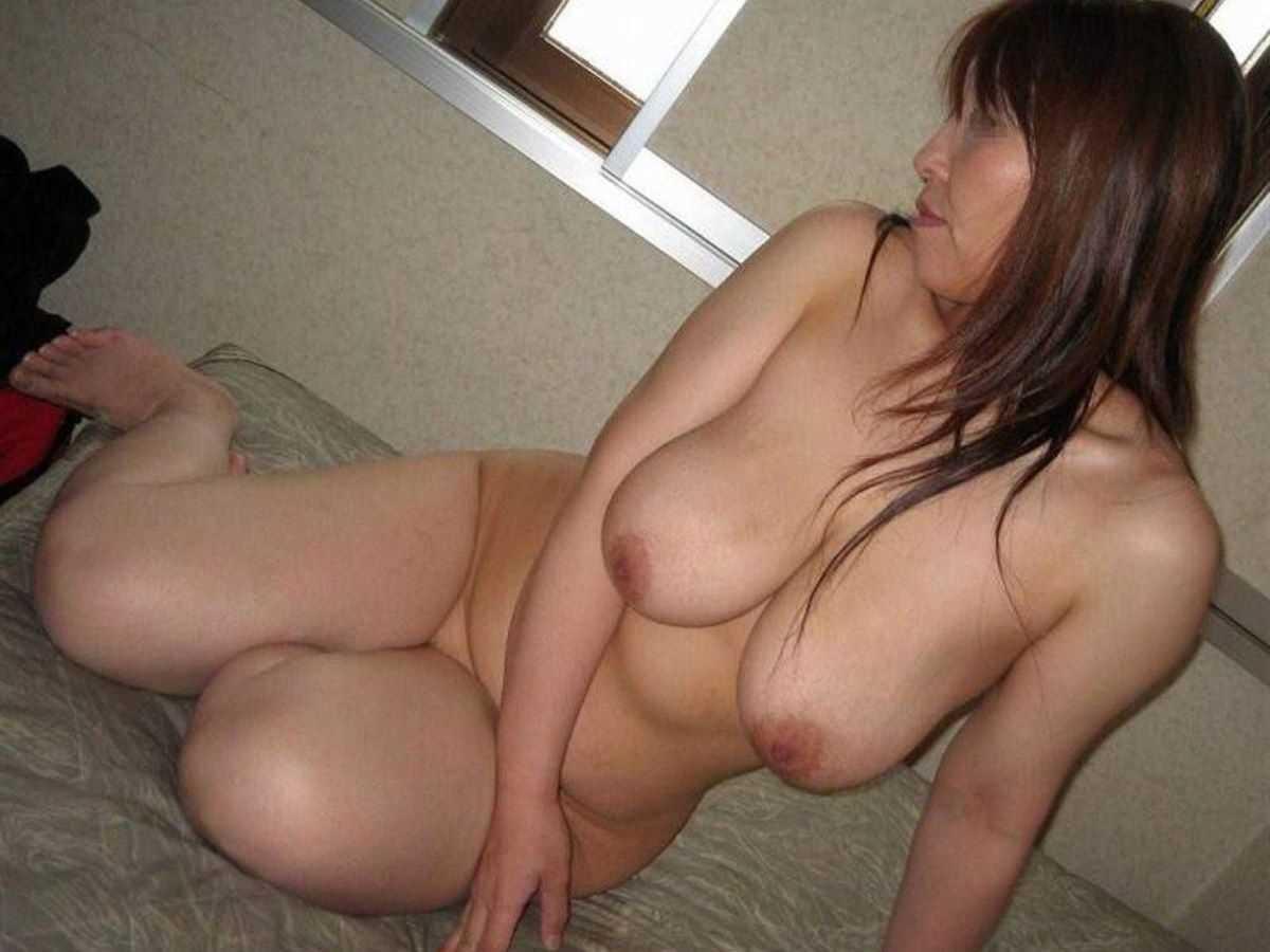 垂れ乳の人妻エロ画像 22