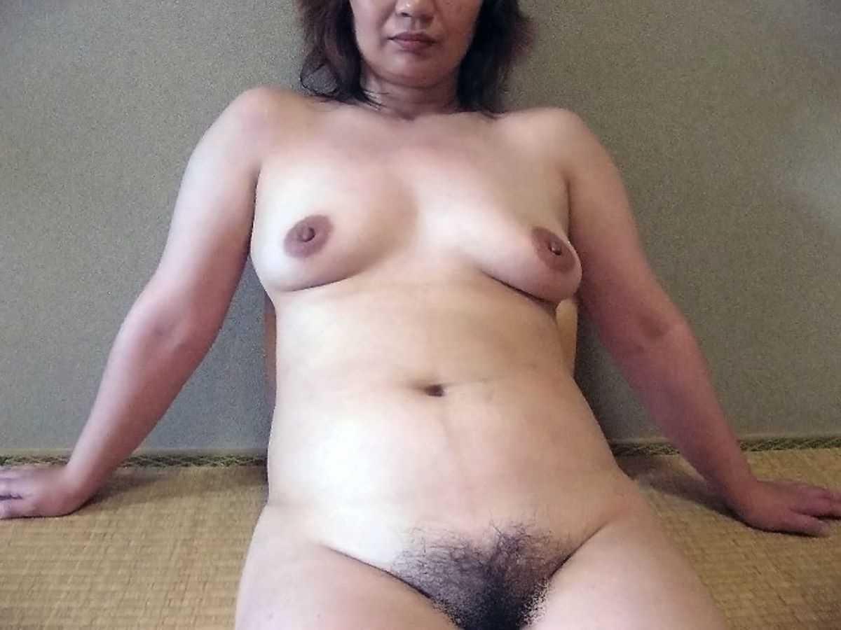 垂れ乳の人妻エロ画像 26