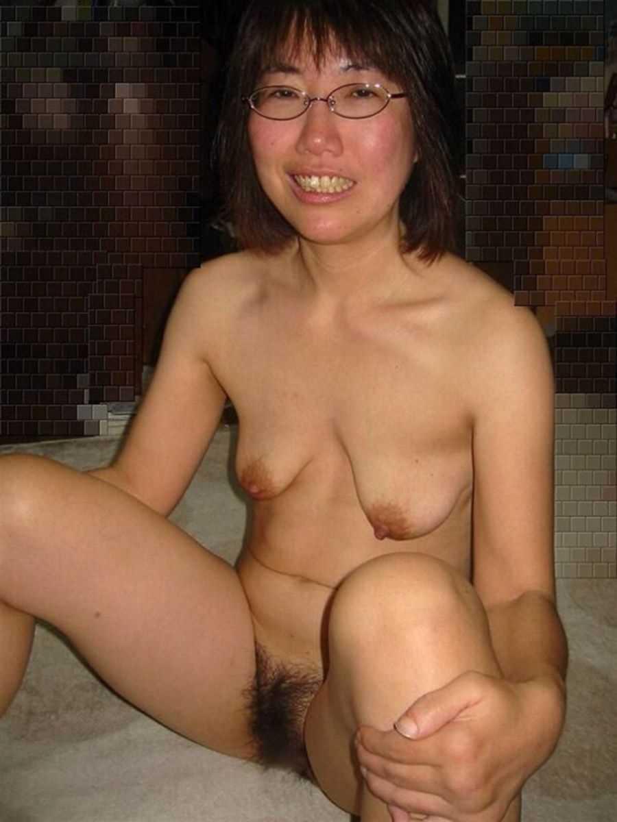垂れ乳の人妻エロ画像 30