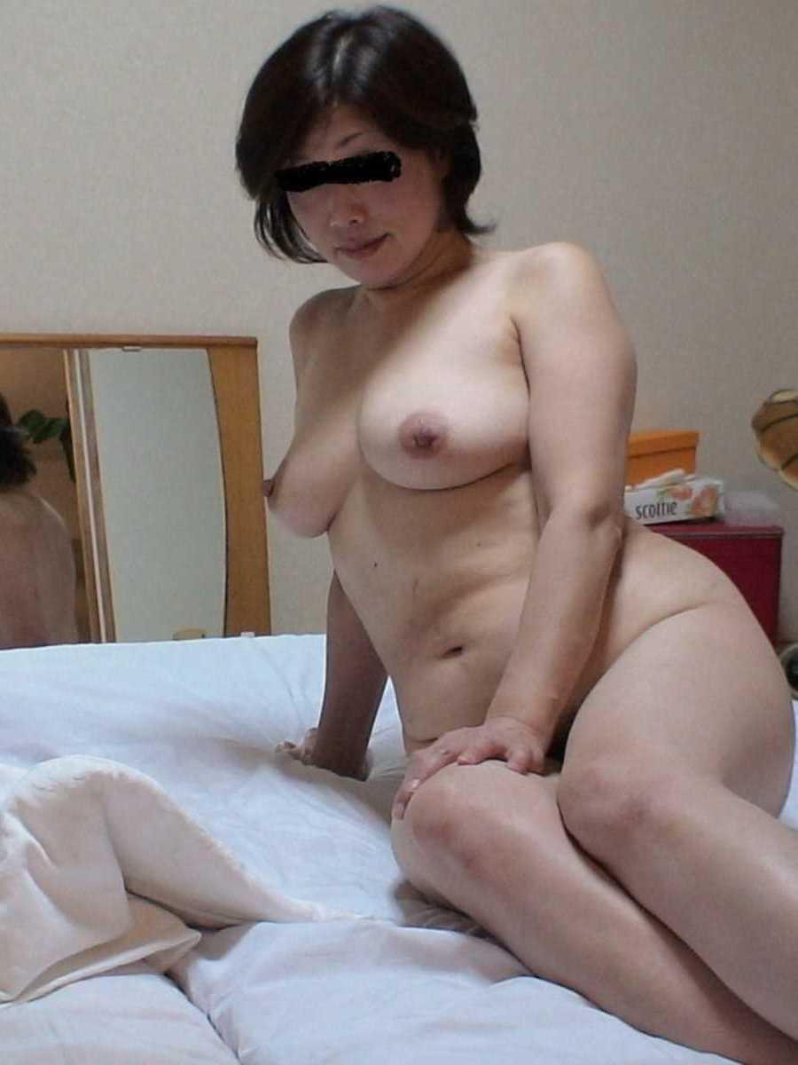 垂れ乳の人妻エロ画像 37