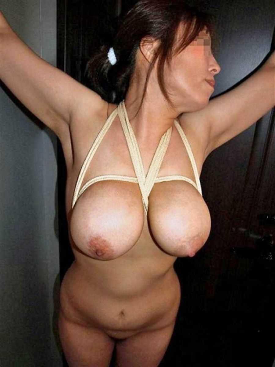 垂れ乳の人妻エロ画像 43