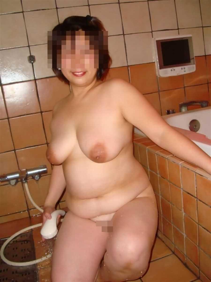 垂れ乳の人妻エロ画像 46