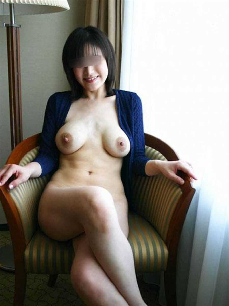垂れ乳の人妻エロ画像 55