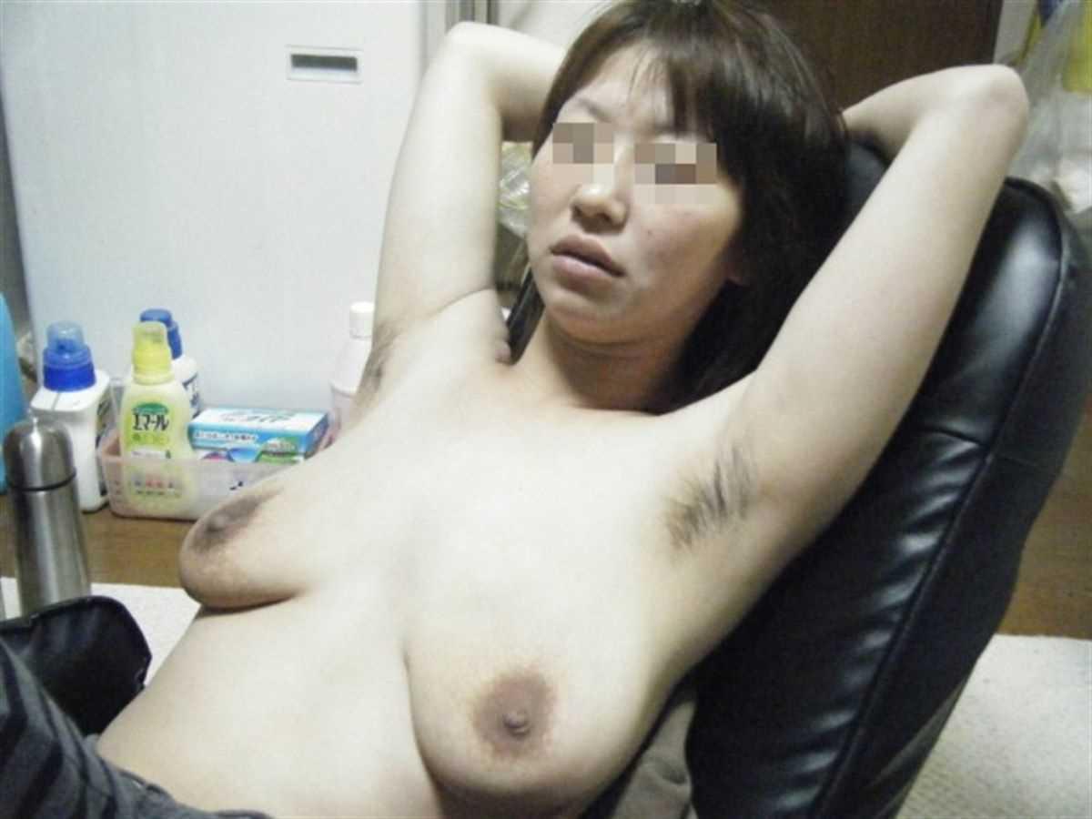 垂れ乳の人妻エロ画像 64