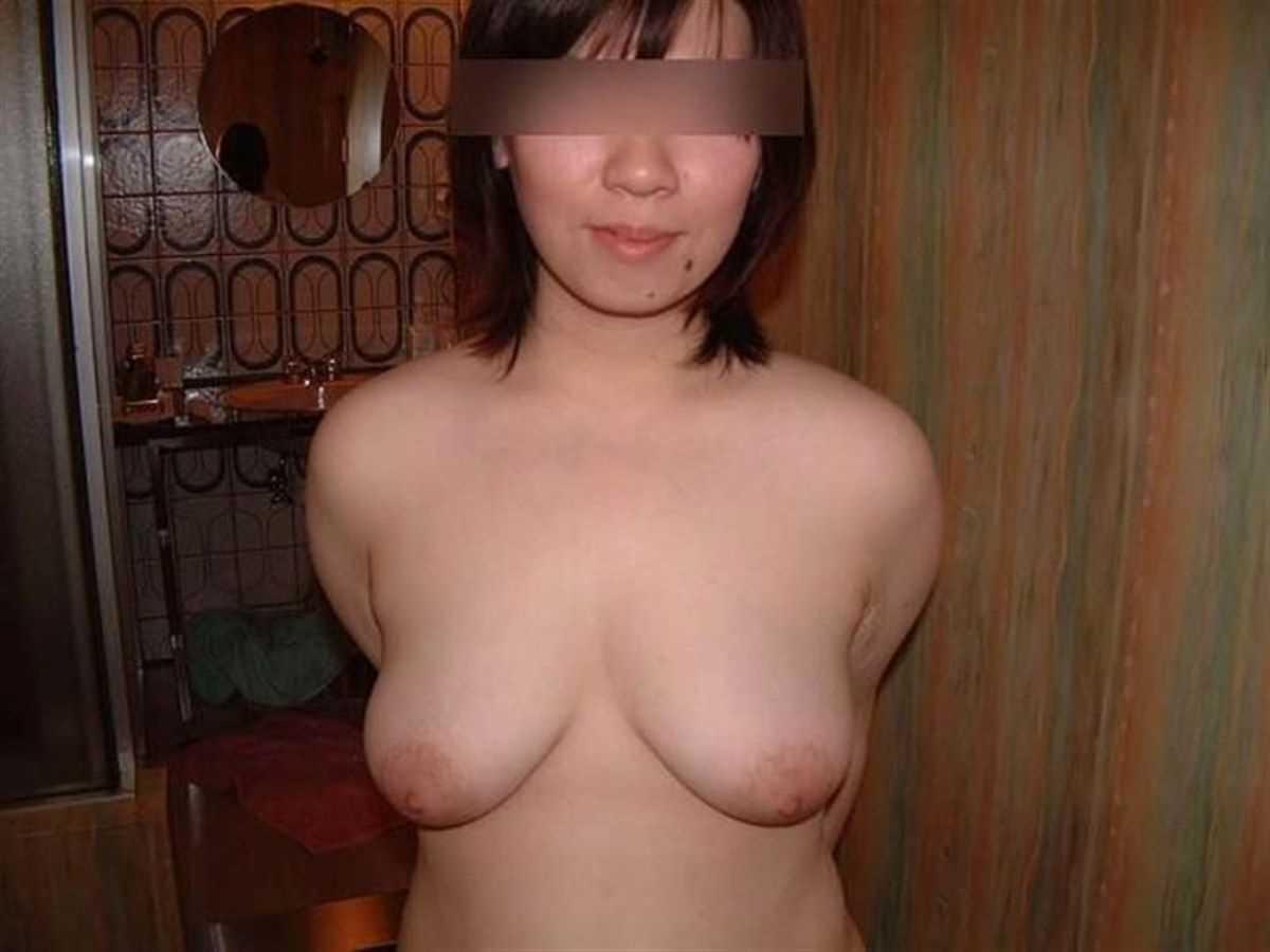 垂れ乳の人妻エロ画像 70