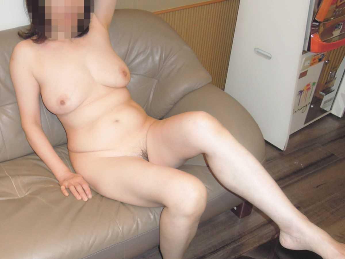 垂れ乳の人妻エロ画像 77