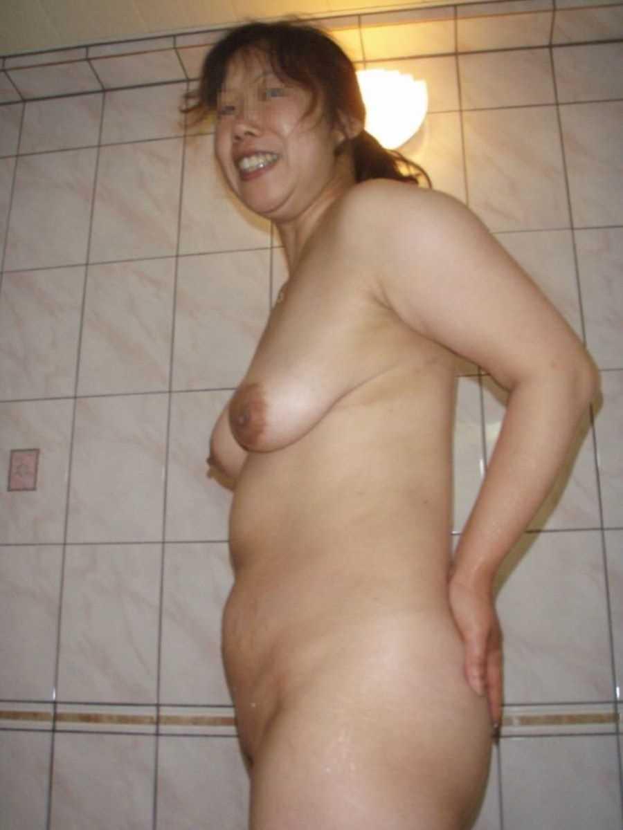 垂れ乳の人妻エロ画像 92