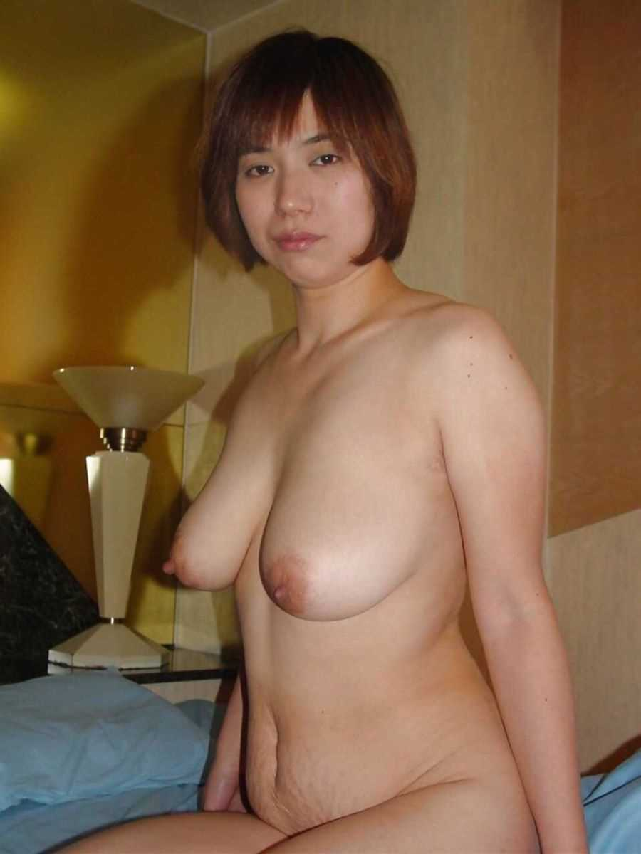 垂れ乳の人妻エロ画像 95