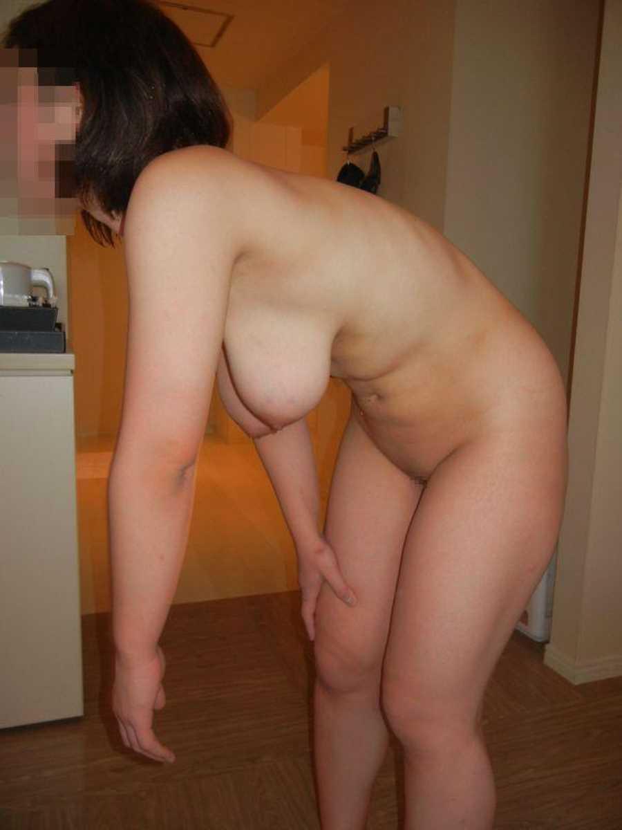 垂れ乳の人妻エロ画像 96