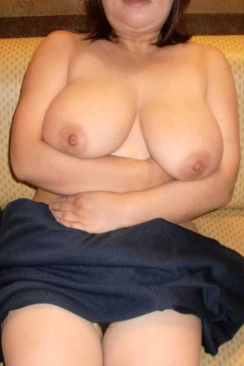 垂れ乳の人妻エロ画像 97