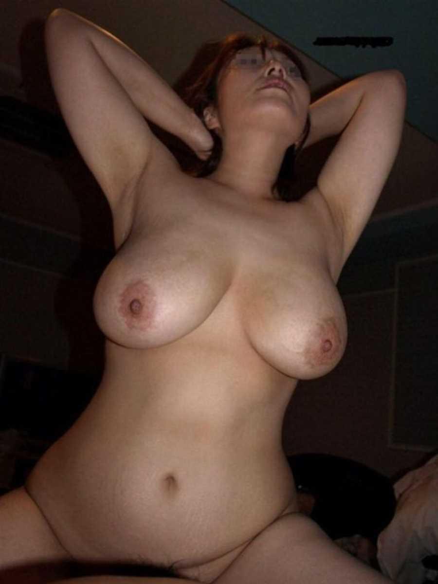 垂れ乳の人妻エロ画像 99