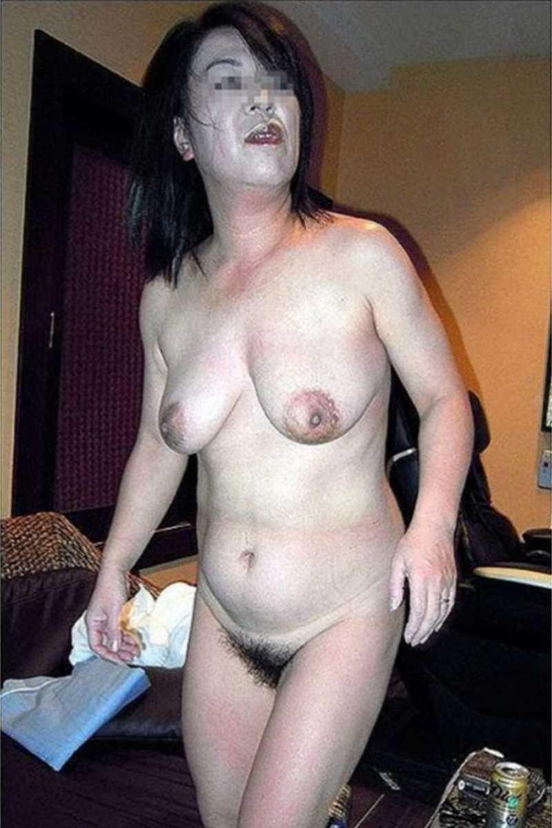 垂れ乳の人妻エロ画像 108