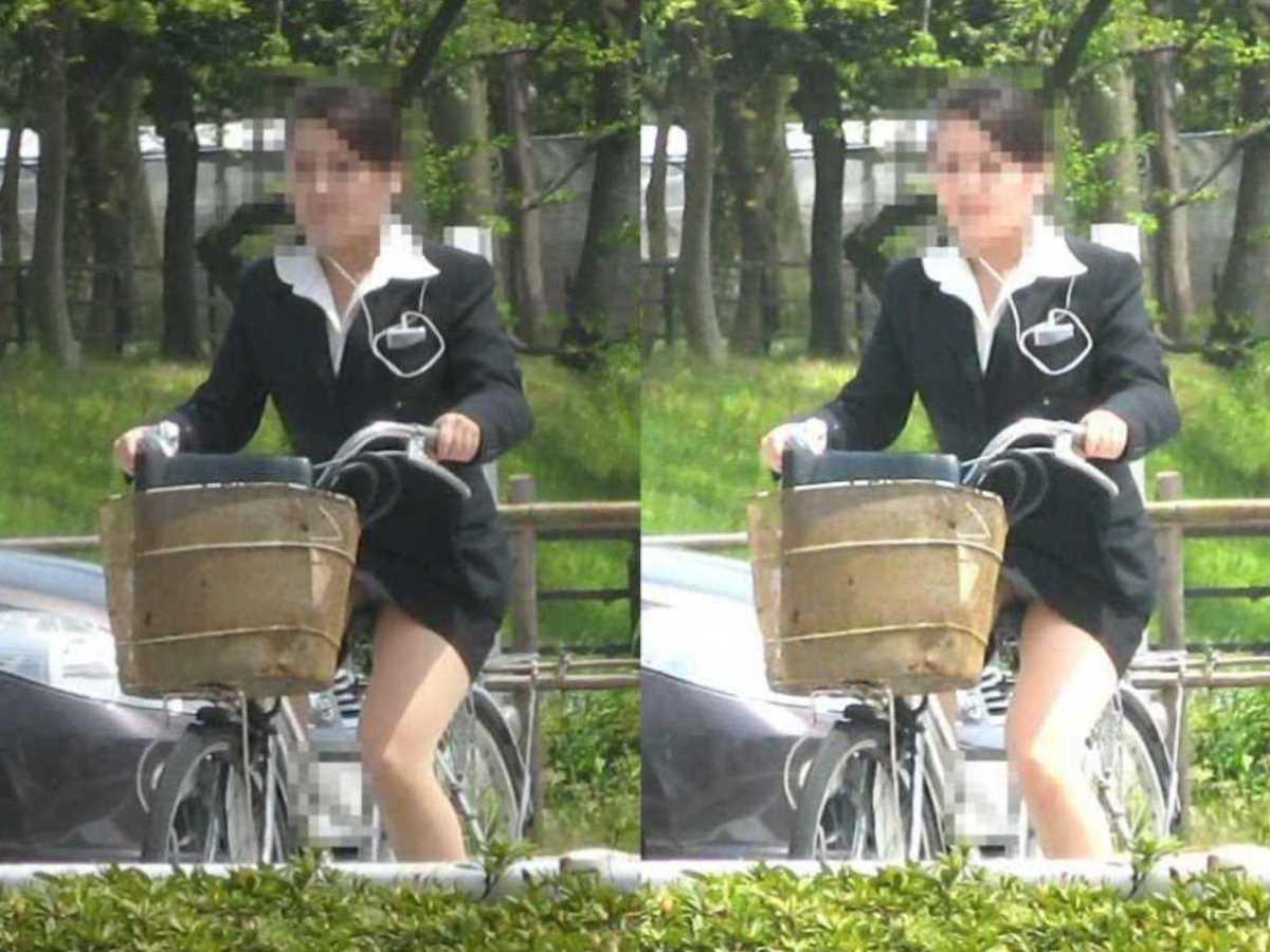 タイトスカートOLの自転車パンチラ画像 18