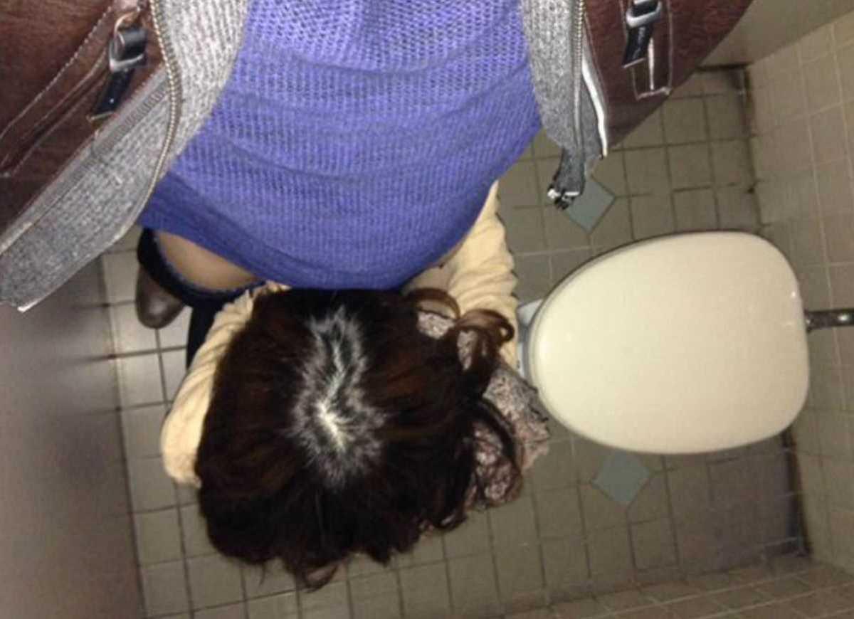 公衆便所などトイレのフェラチオ画像 4