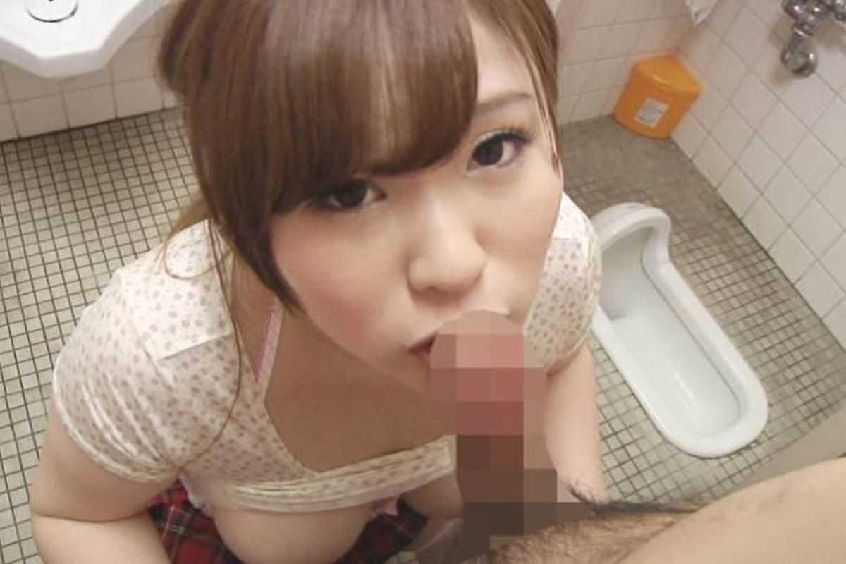 公衆便所などトイレのフェラチオ画像 13