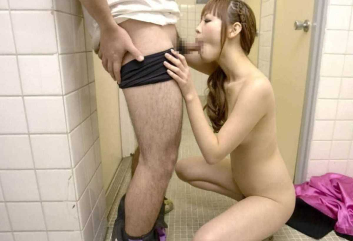公衆便所などトイレのフェラチオ画像 27