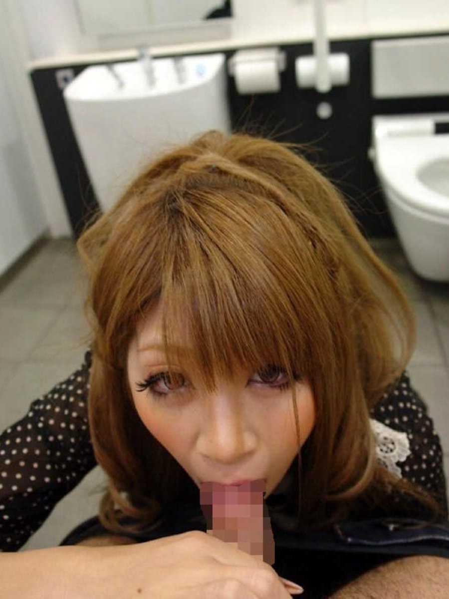 公衆便所などトイレのフェラチオ画像 51