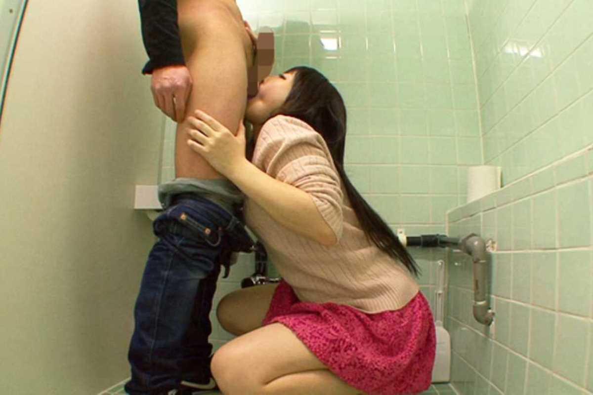 公衆便所などトイレのフェラチオ画像 89