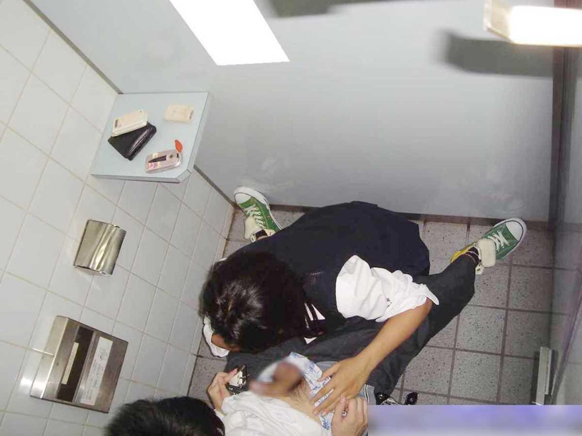 公衆便所などトイレのフェラチオ画像 91