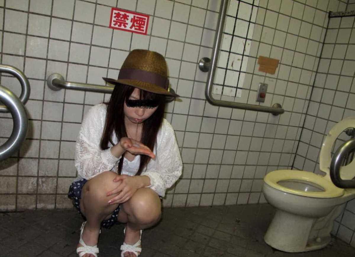 公衆便所などトイレのフェラチオ画像 95
