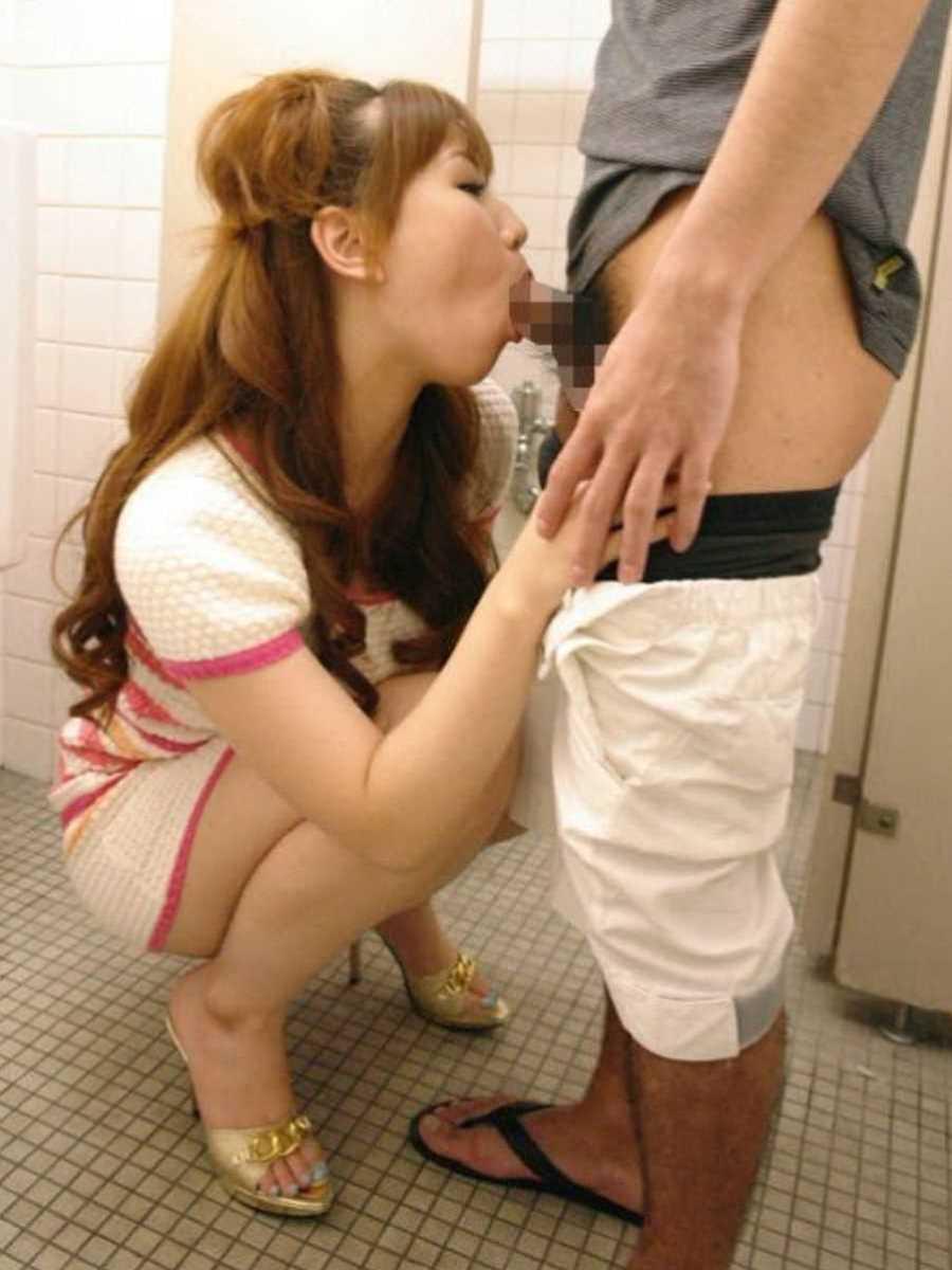 公衆便所などトイレのフェラチオ画像 97
