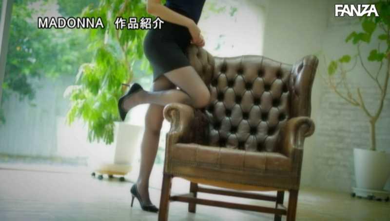 美脚の人妻CA青山翔エロ画像 20