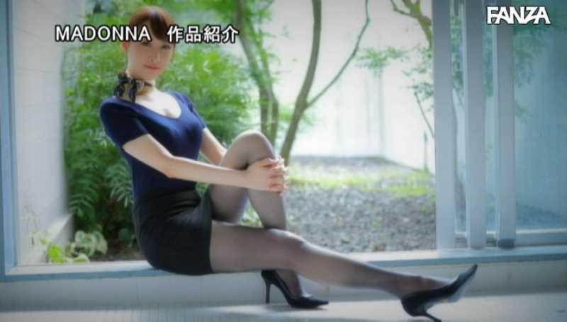 美脚の人妻CA青山翔エロ画像 22