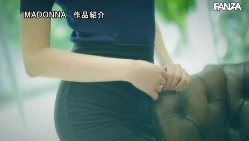美脚の人妻CA青山翔エロ画像 24