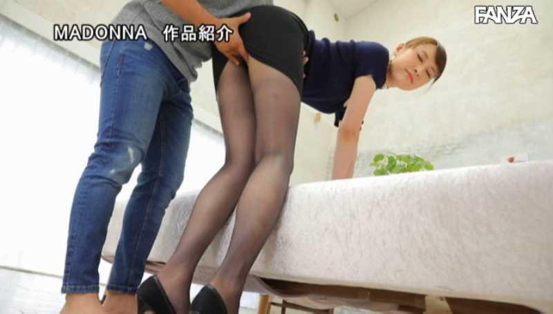 美脚の人妻CA青山翔エロ画像 32