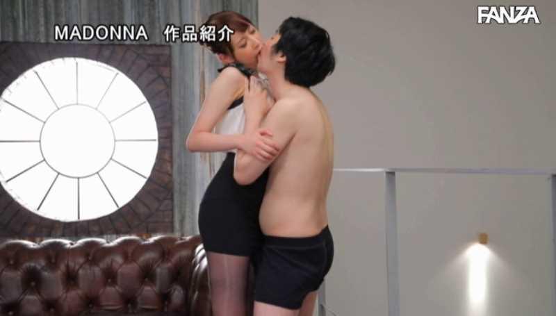 美脚の人妻CA青山翔エロ画像 46