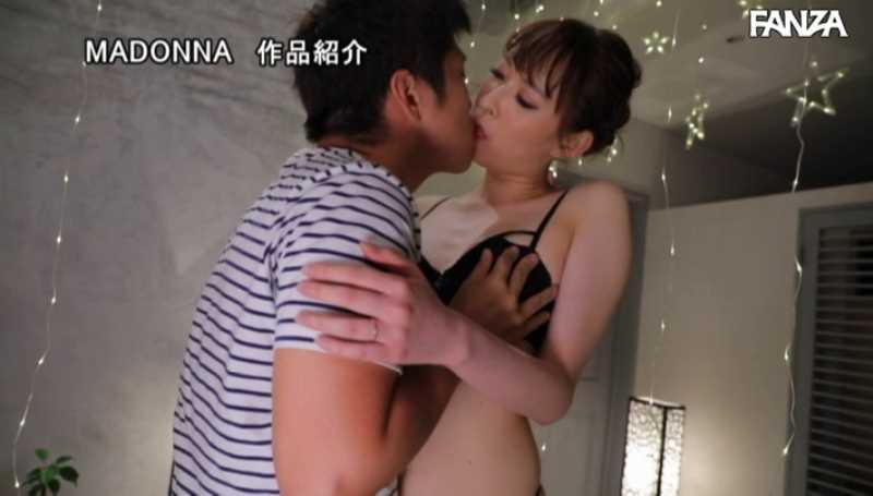 美脚の人妻CA青山翔エロ画像 55