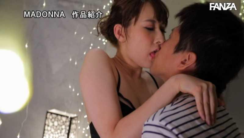 美脚の人妻CA青山翔エロ画像 56