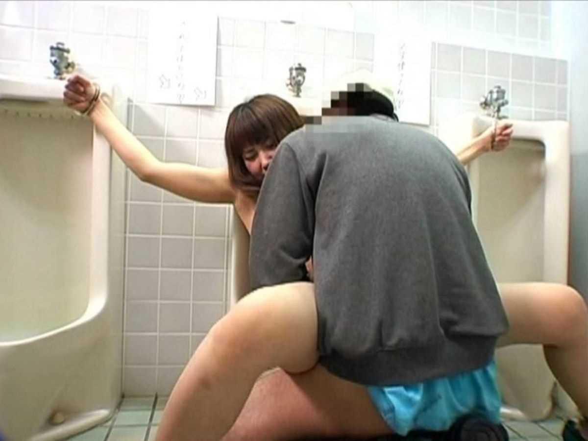 公衆便所などトイレのセックス画像 28
