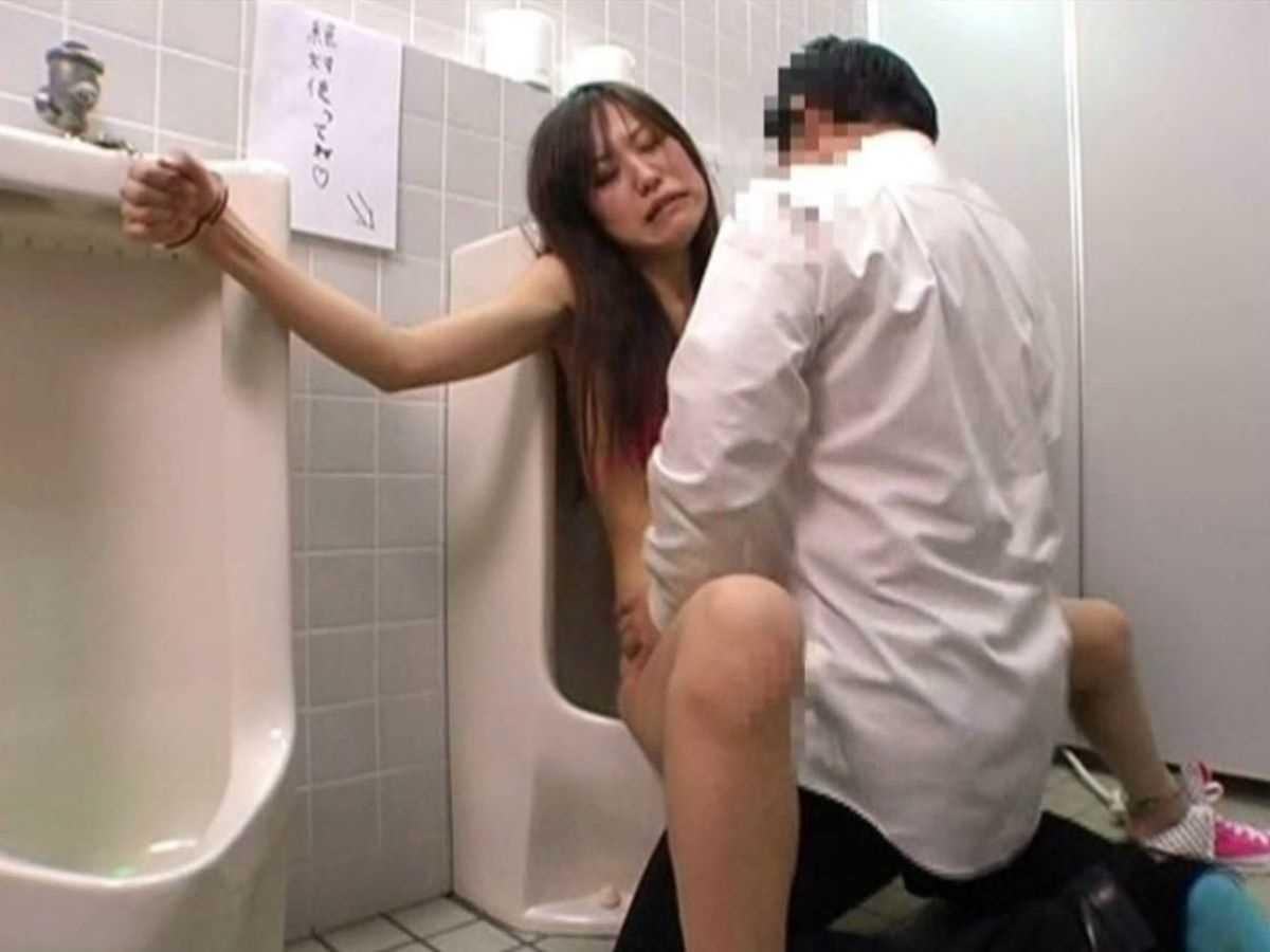 公衆便所などトイレのセックス画像 37