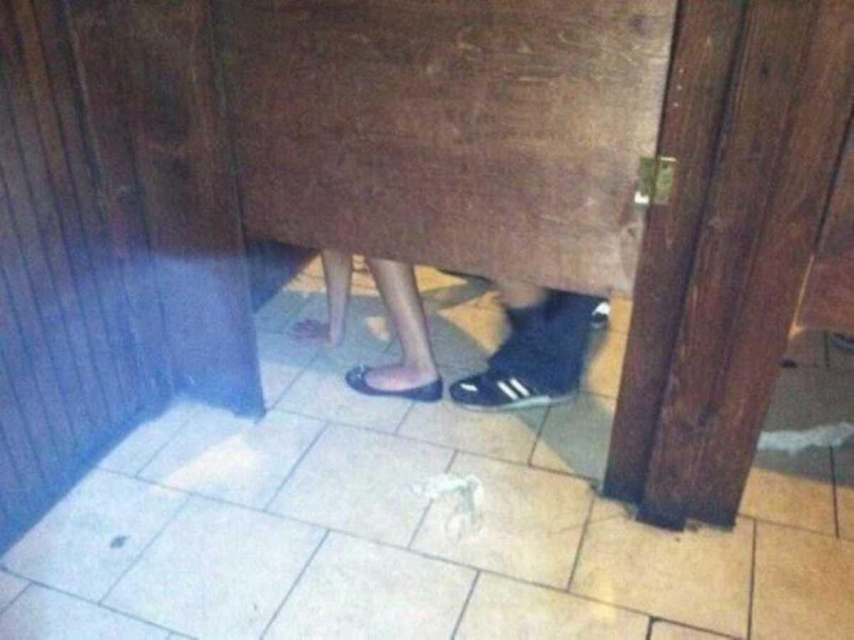 公衆便所などトイレのセックス画像 51